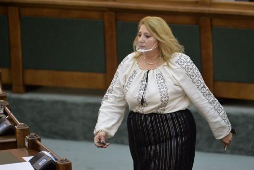 Topul celor mai proaste 20 de glume parlamentare despre volumetria Dianei Șoșoacă | Academia Catavencu